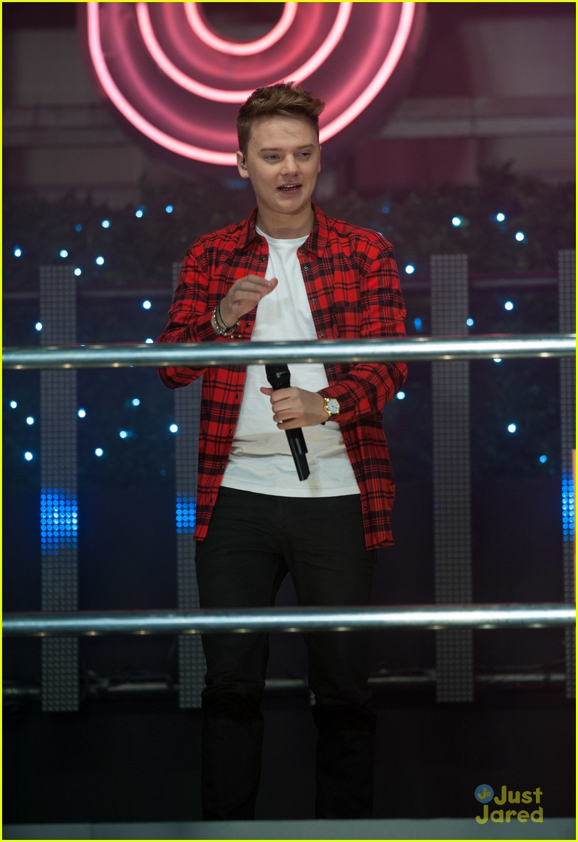 conor maynard oxford street christmas lighting 12
