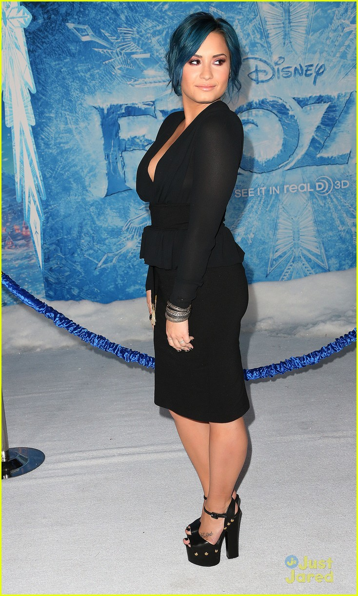 demi lovato frozen hollywood premiere 05