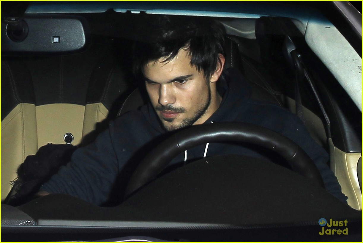 taylor lautner marie avgeropoulos hollywood dinner date 21