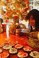 Tay-hailee taylor swift hailee steinfeld holiday fun 02