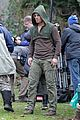 Amell-wig stephen amell dons wig arrow filming 12