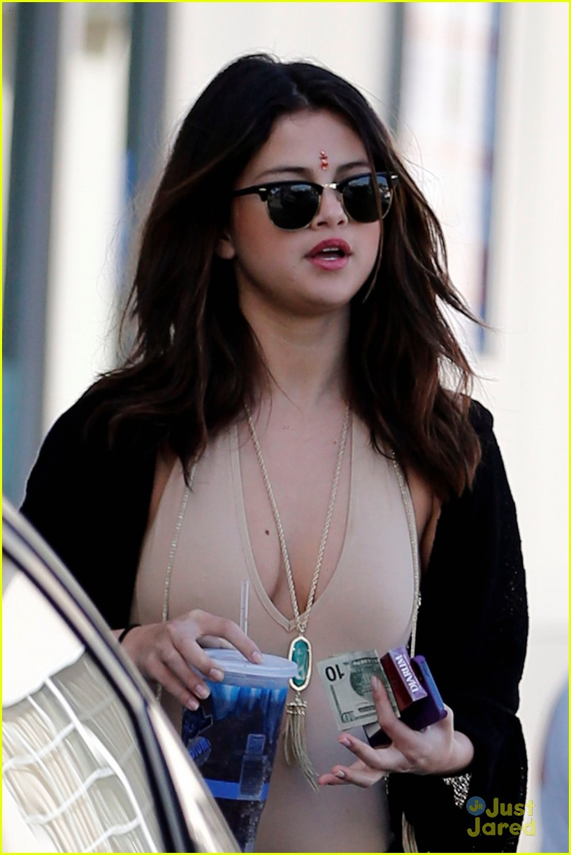Selena Gomez Wears Bindi For Convenience Store Run Photo