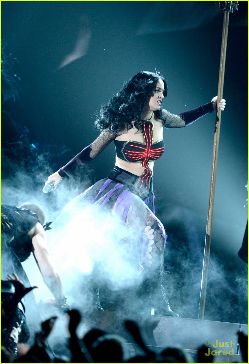 Katy Perry Grammys 201...