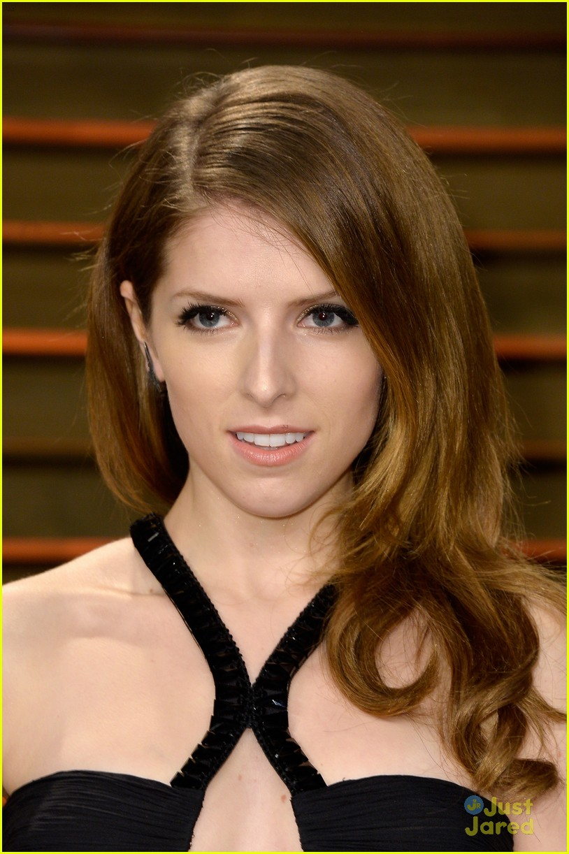 Full Sized Photo of anna kendrick enjoys in and out burger vanity fair