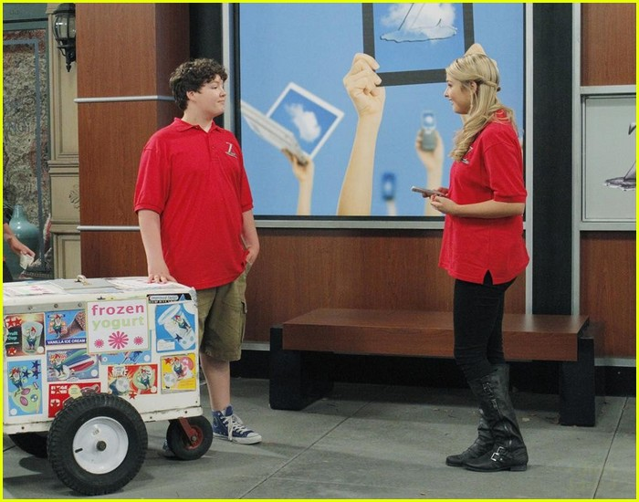 ant farm series finale stills 26