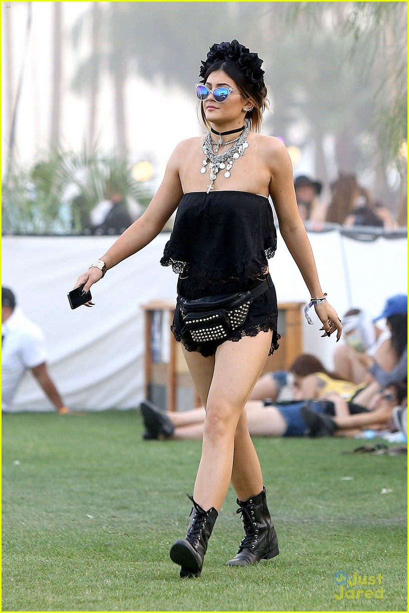 Kendall u0026 Kylie Jenner Color Coordinate Their Coachella Clothes! | Photo 662775 - Photo Gallery ...