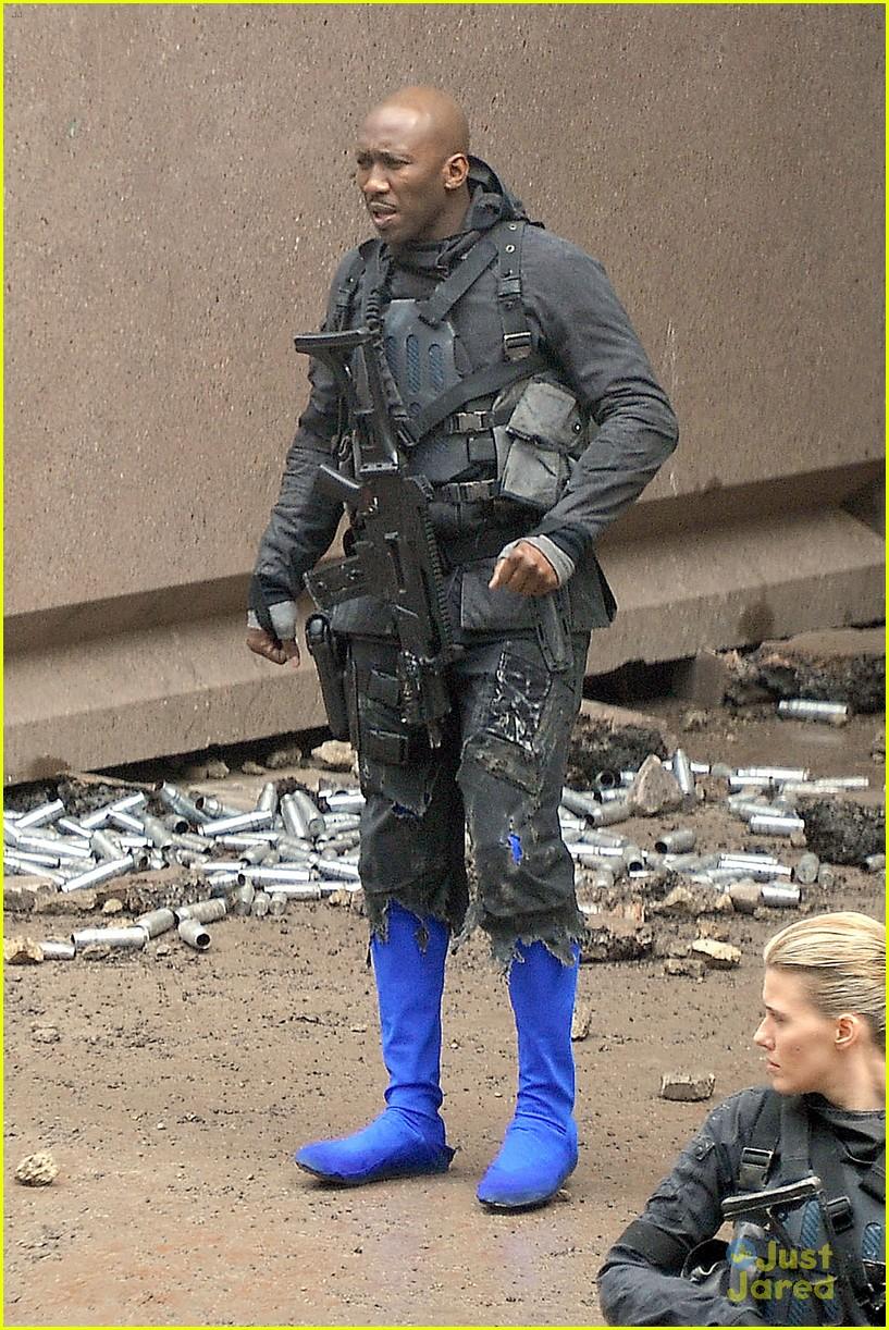 Josh Hutcherson, & Liam Hemsworth Go to Battle for 'Mockingjay Part 2...