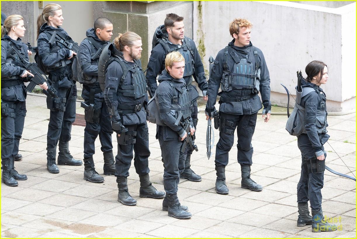 Jennifer Lawrence, Josh Hutcherson, & Sam Claflin Are ...