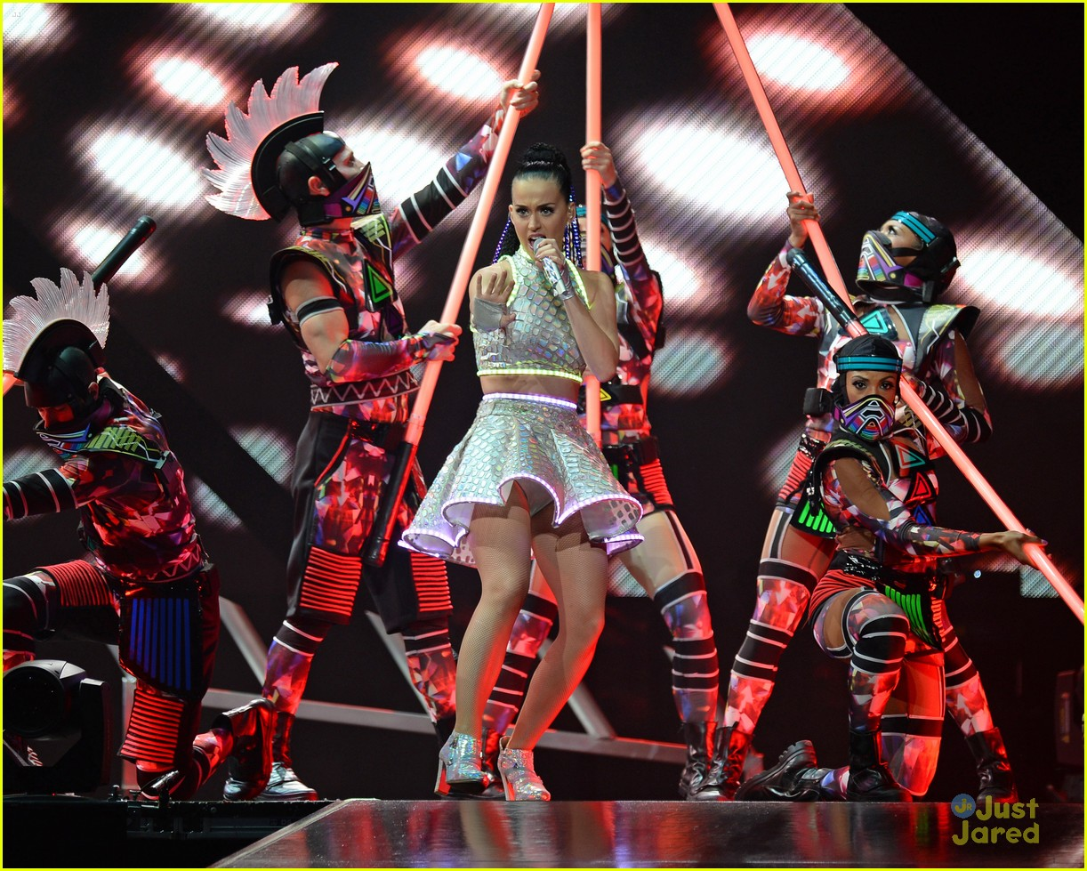 Katy Perry Plays Madison Square Garden After Promoting 39 Killer Queen 39 Fragrance Photo 694248