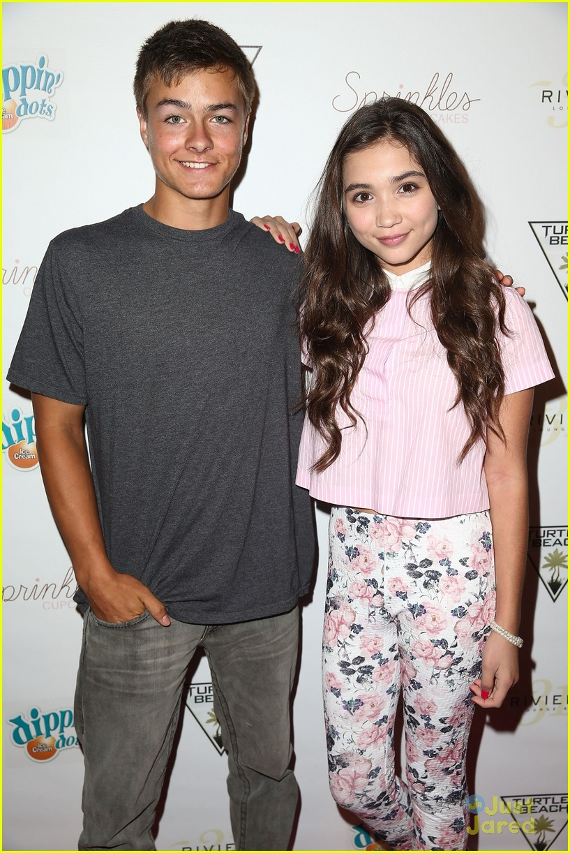 "how old is the cast of girl meets world The 10-year-old posted an unpublished interview to twitter in honor of his on-screen dad ""congrats to the hard-working cast and crew of girl meets world."