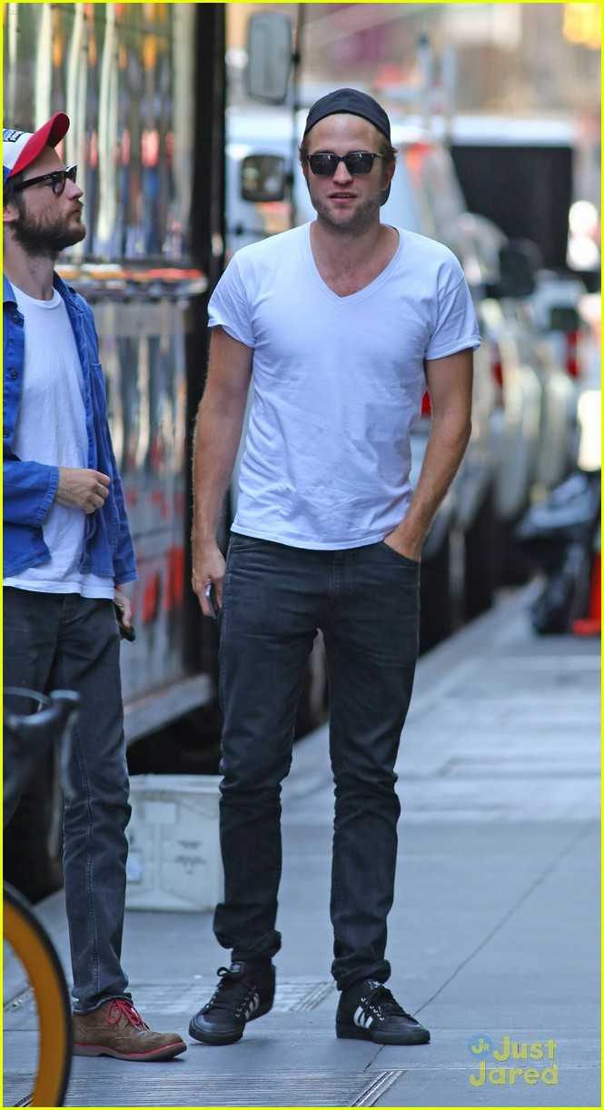 robert pattinson hangs out with tom sturridge 03