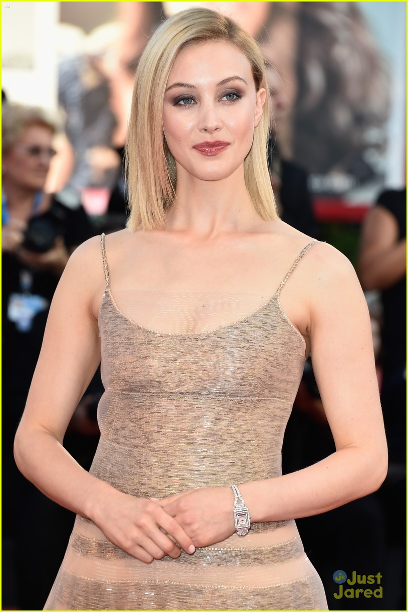 emma stone low cut dress for birdman venice premiere 02