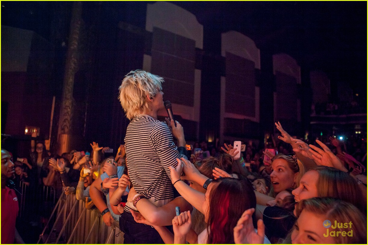 r5 ross lynch detroit performance 07
