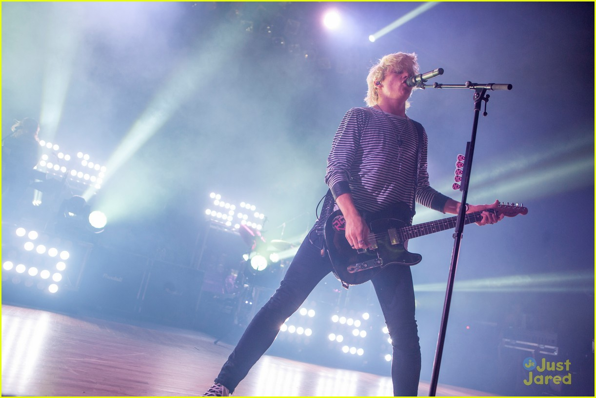 r5 ross lynch detroit performance 16