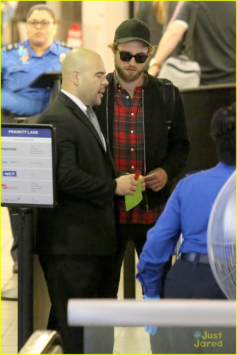 robert pattinson goes super scruffy for lax departure 03