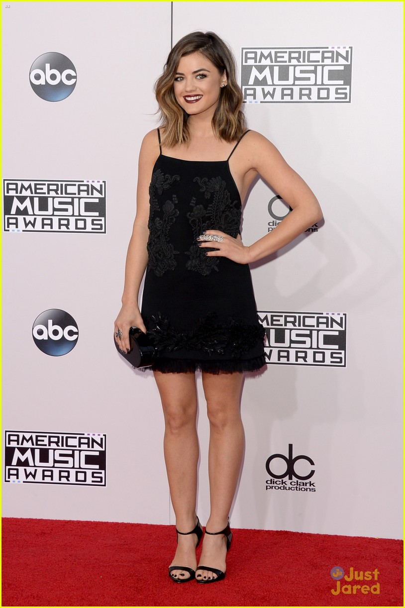 dianna agron lucy hale american music awards 05