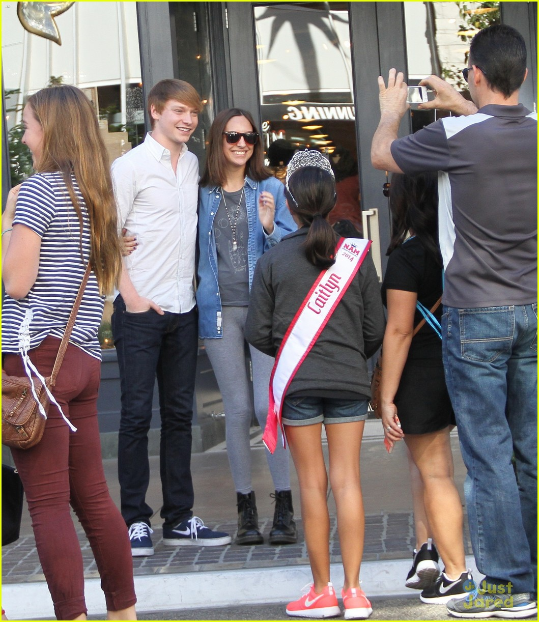 calum worthy meets fans after austin ally finale 01