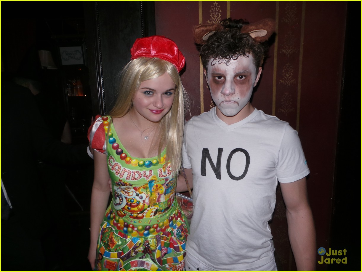 Sarah Hyland & Nolan Gould Celebrate Halloween at Just Jared's ...