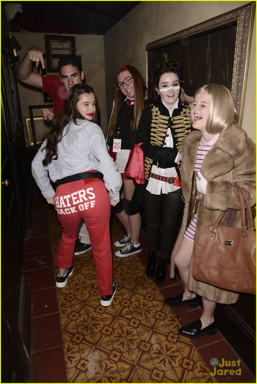 Hailee Steinfeld Is Perfect as Miranda Sings at Just Jared's ...