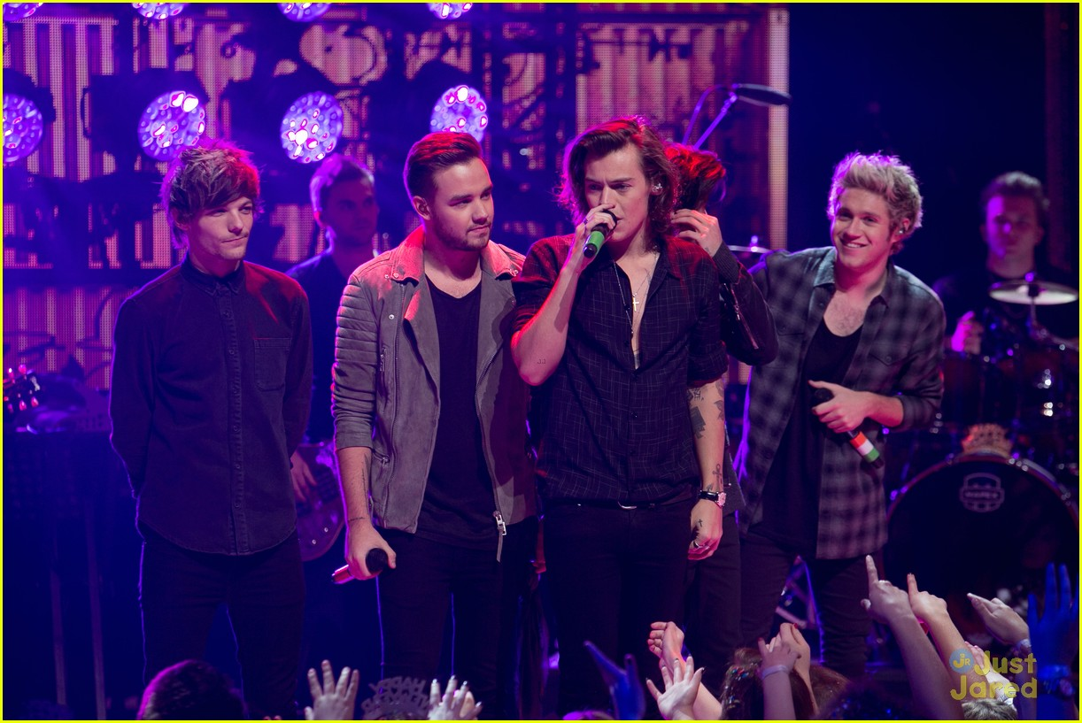 Who Is Singing On New Years Eve