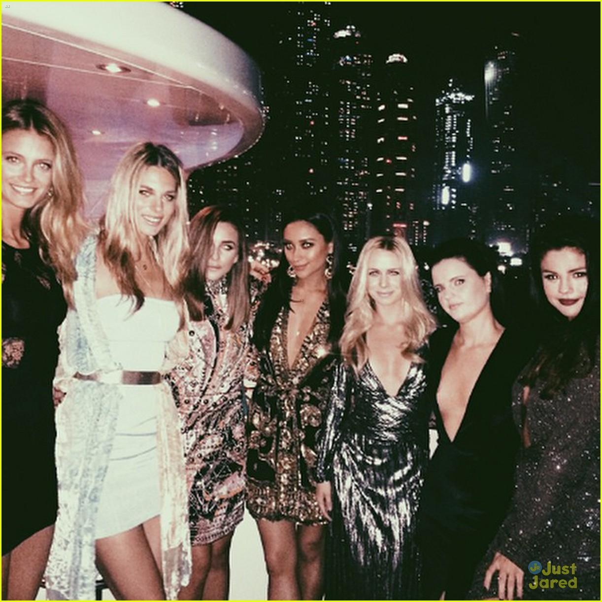 Selena Gomez Spanks Gigi Hadid At 2015 Victoria's Secret ...   Gigi Hadid And Selena Gomez