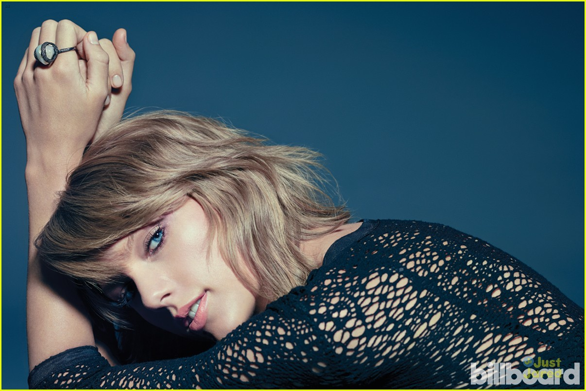 About This Photo Set: Taylor Swift looks totally flawless while being
