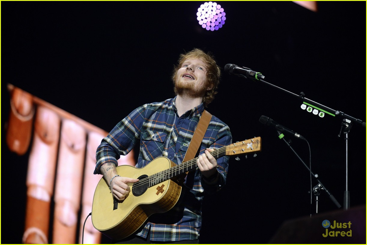 watch ed sheeran race a car on bbc 39 s 39 top gear 39 photo 768105 photo gallery just jared jr. Black Bedroom Furniture Sets. Home Design Ideas