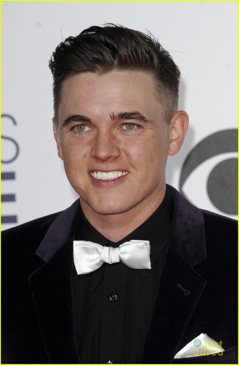 Jesse McCartney Reps 'Young & Hungry' At People's Choice ...
