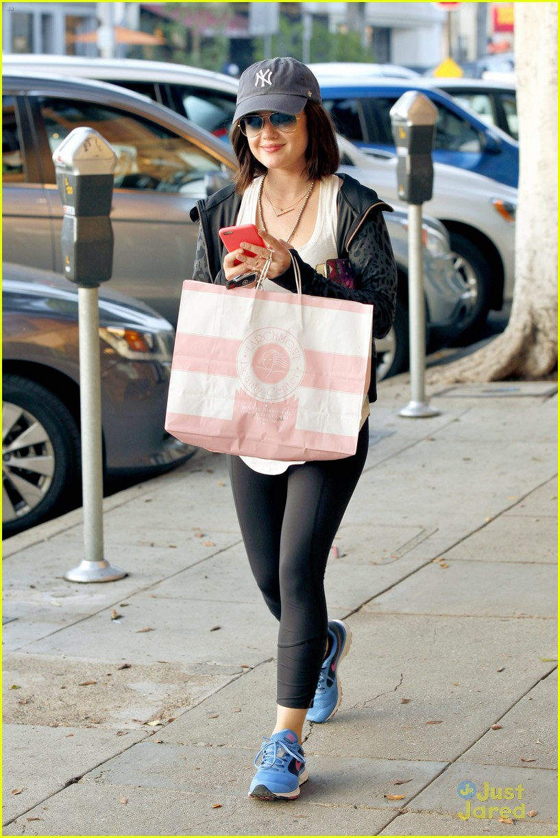 lucy hale shopping before new pll episode 01
