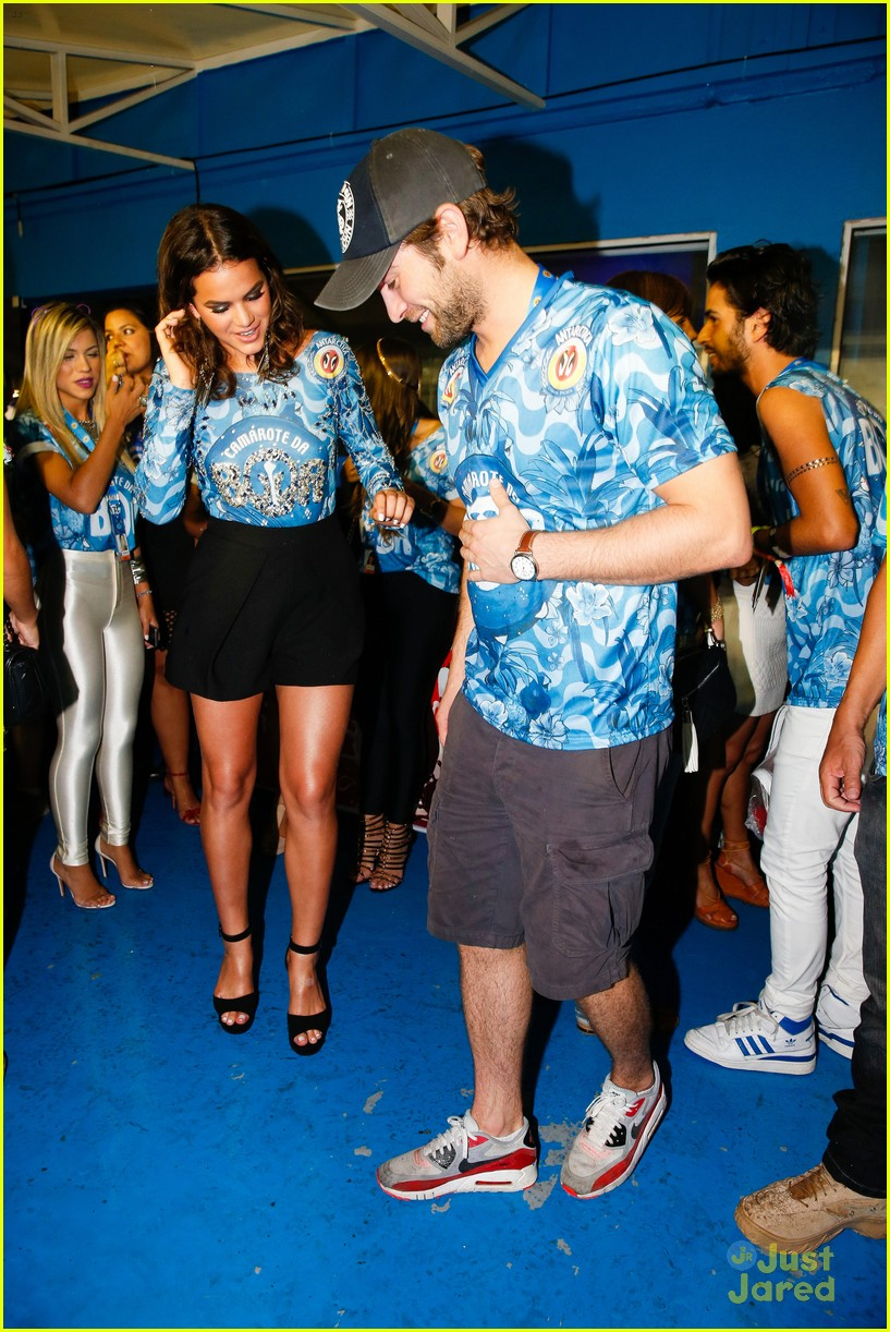 chace crawford makes out with a brazilian singer in rio 27