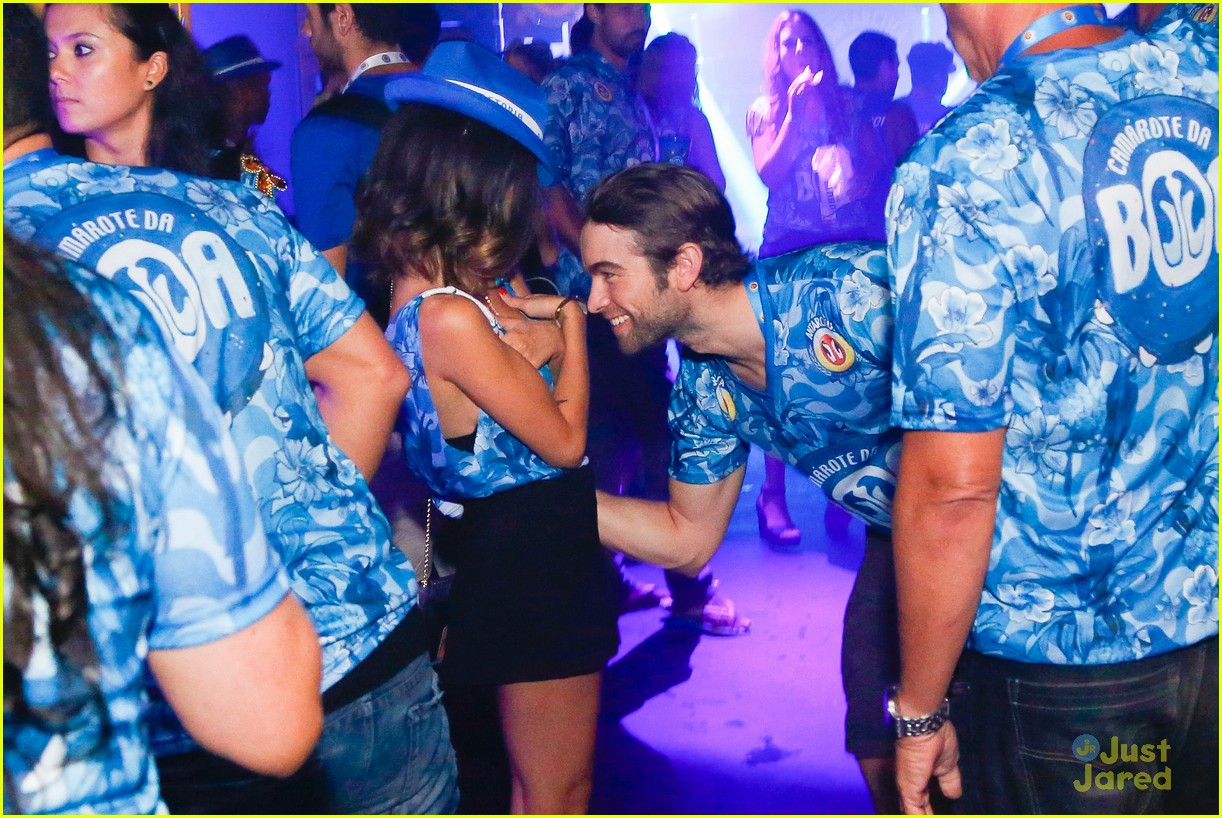 chace crawford makes out with a brazilian singer in rio 44