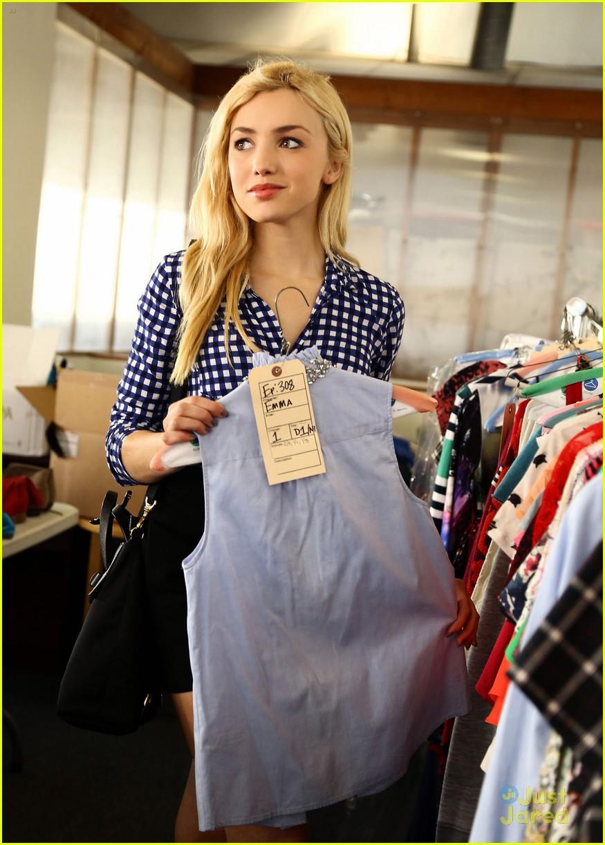 Peyton List Shops 39 Jessie 39 Wardrobe Sale After Spin Off Series News Photo 780090 Photo