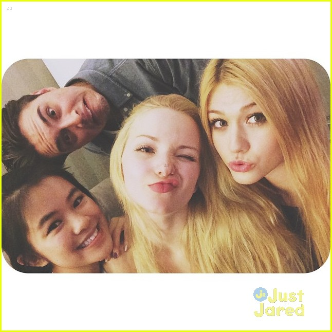 Dove Cameron Is Now A Night Owl; Continues Filming ... Zac Efron And Zendaya