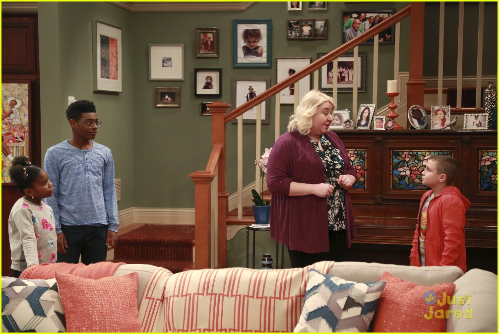 Marisa Turns In A Classified Report As Her Homework On KC Undercover Tonight