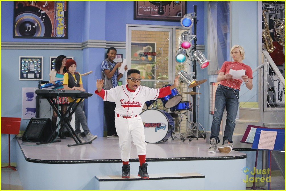 austin ally mini mes muffin baskets stills 09