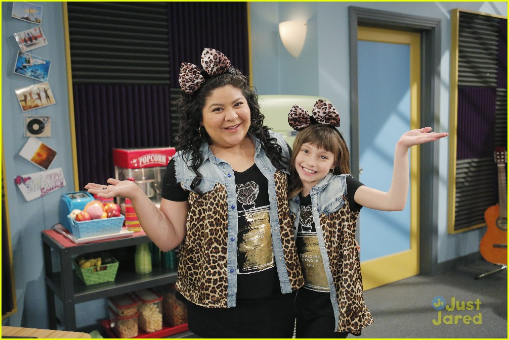 austin ally mini mes muffin baskets stills 21