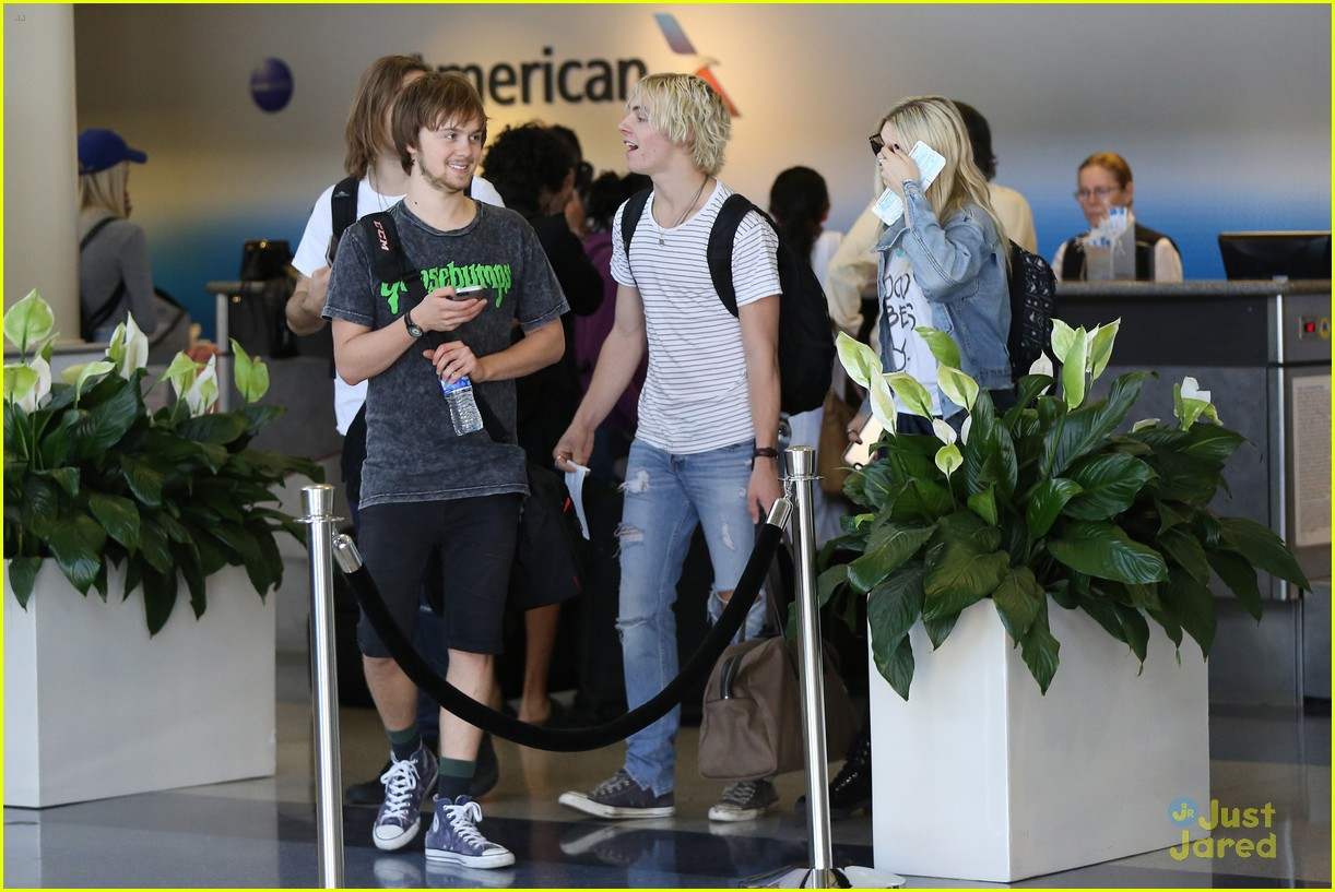 rydel lynch ellington ratliff kiss at airport flight out 17