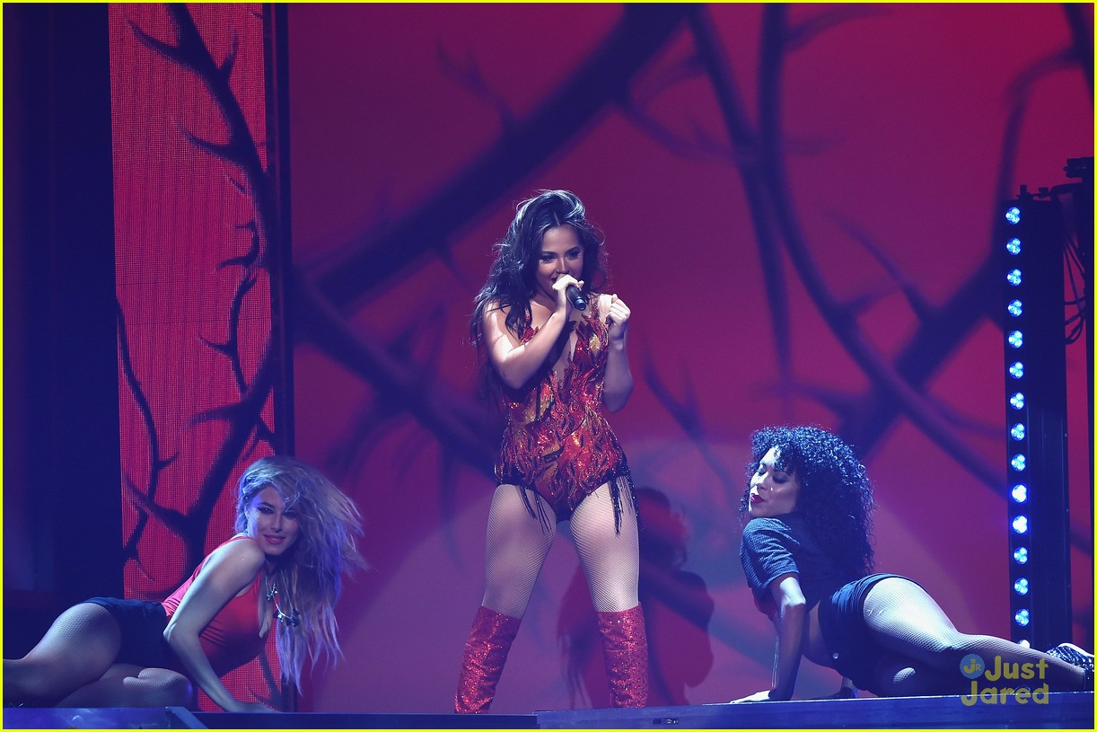 Becky G & Sofia Reyes Perform At Premios Juventud 2015 - Watch The Vids! | Photo 839612 - Photo Gallery | Just Jared Jr.