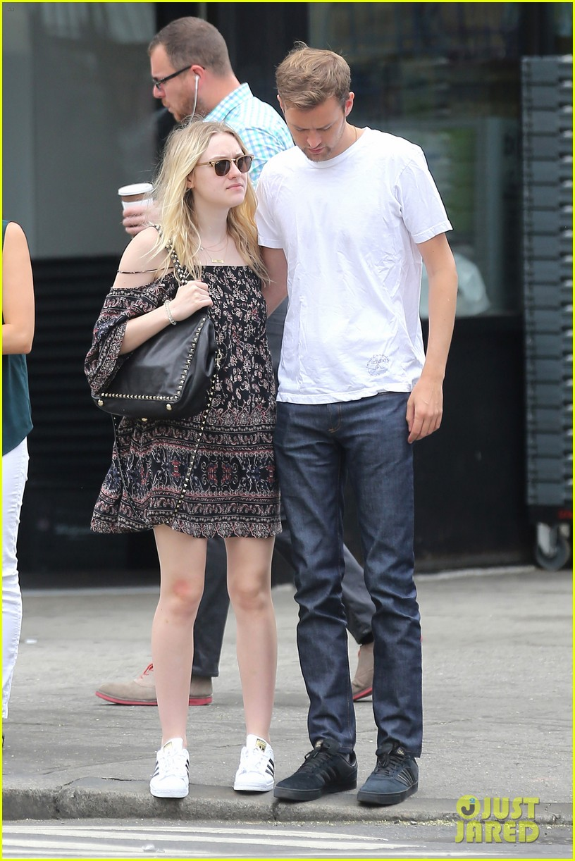 dakota fanning jamie strachan still going strong 01