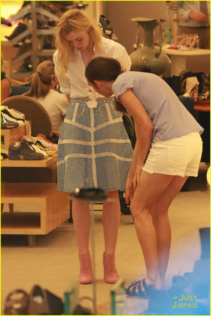 elle fanning shoe shopping joy workout other errands 04