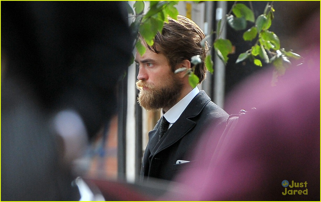 Robert Pattinson Has a Very Bushy Beard for 'Lost City of ... Nathan Kress Full Beard