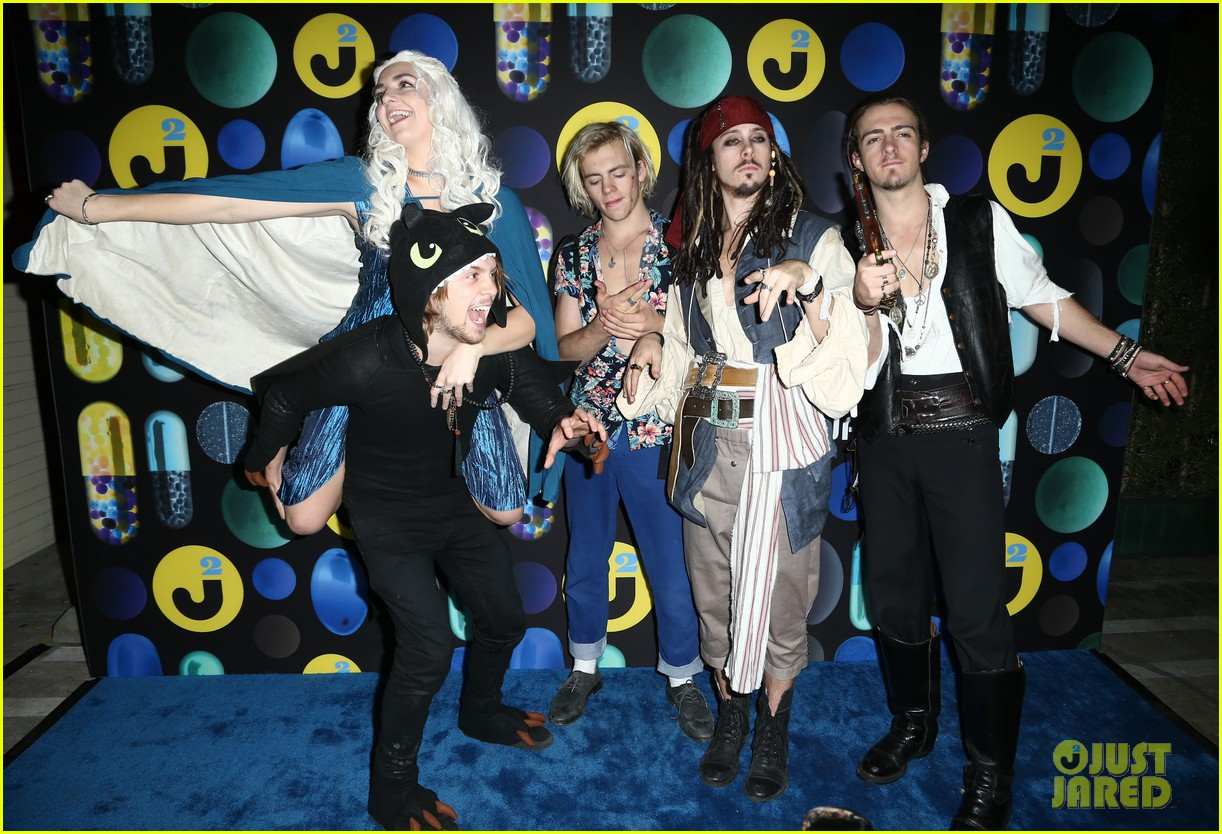 ross lynch courntey eaton just jared halloween party 10