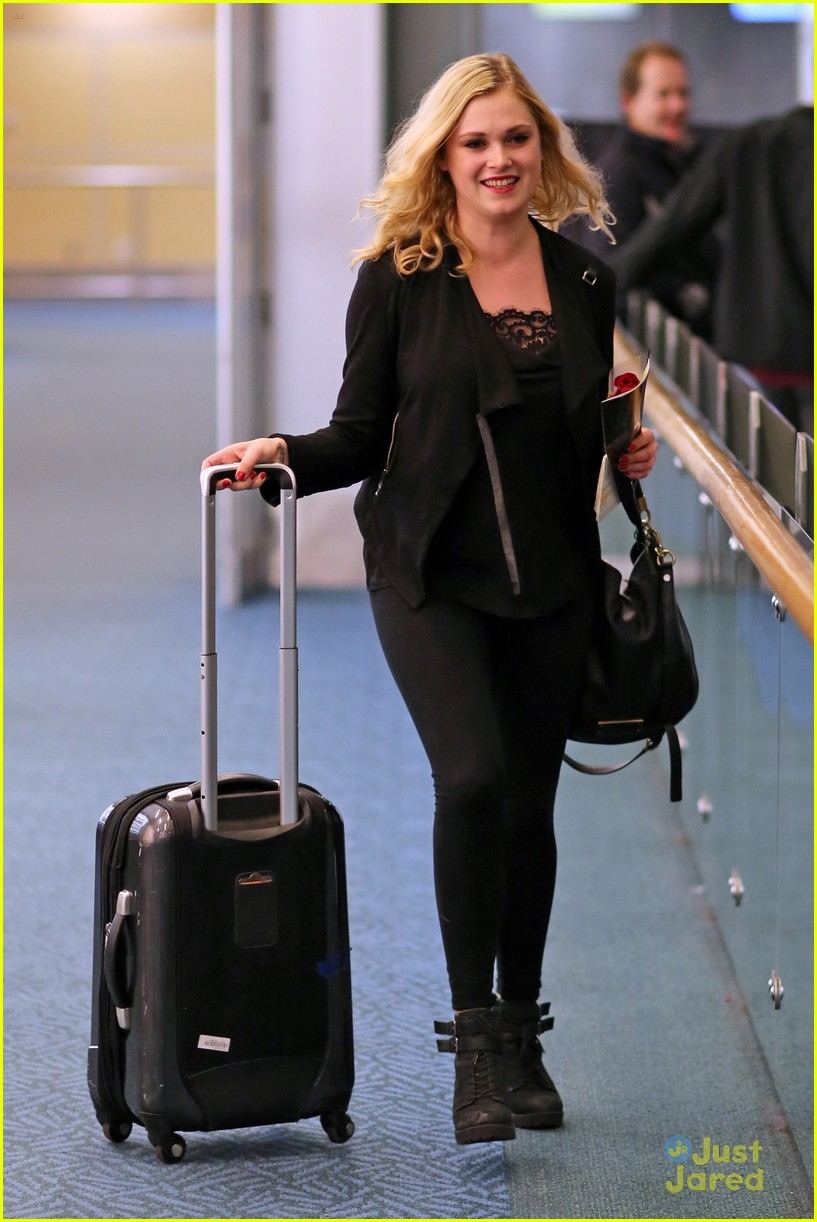 eliza taylor danielle panabaker leave vancouver for home 09