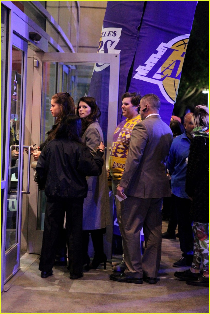 Patrick Schwarzenegger & Family Cheer On Lakers at Christmas Game ...