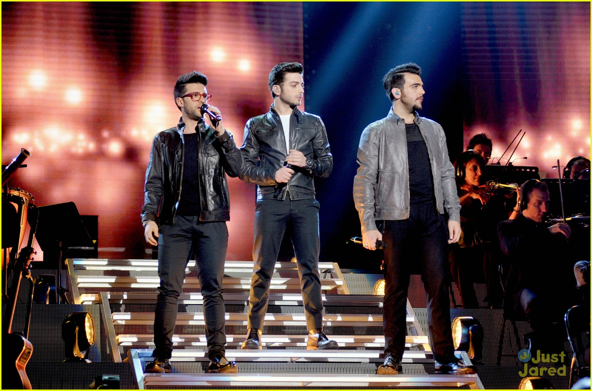 il volo milan italy close europe tour out 03
