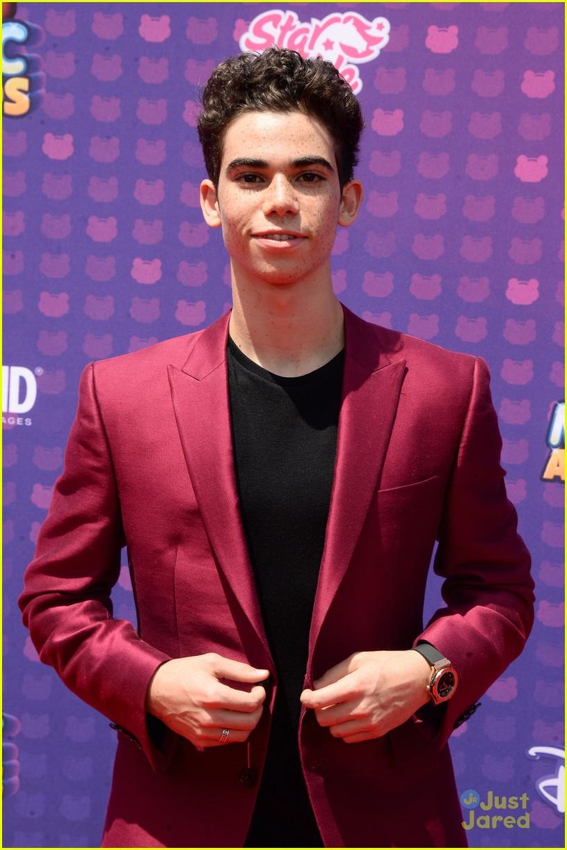 Disney Channel Tapete Vermelho : 2016 Cameron Boyce