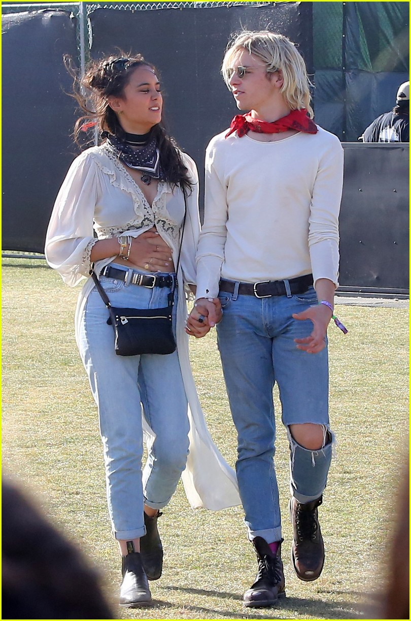 r5s ross lynch amp courtney eaton couple up for first day