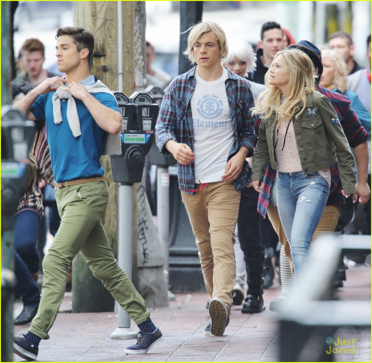 ross lynch dating status Olivia holt and ross lynch in the movie status update status update ages up the material for lynch's fans, but it feels like a retread.