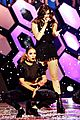 Steinfeld-much hailee steinfeld performs with shawn hook at muchmusic video awards 2016 03