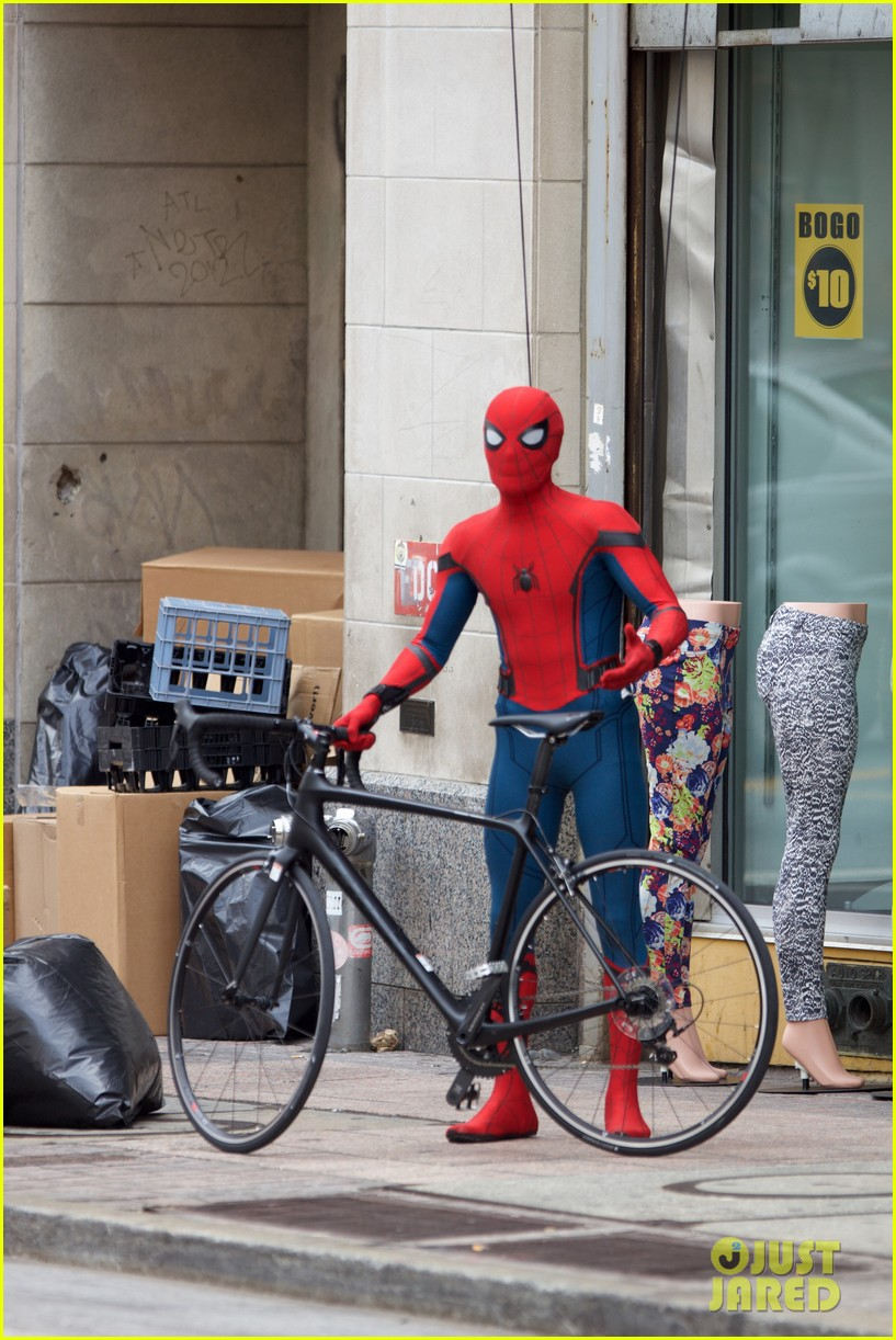 spider man swings into action on set 21
